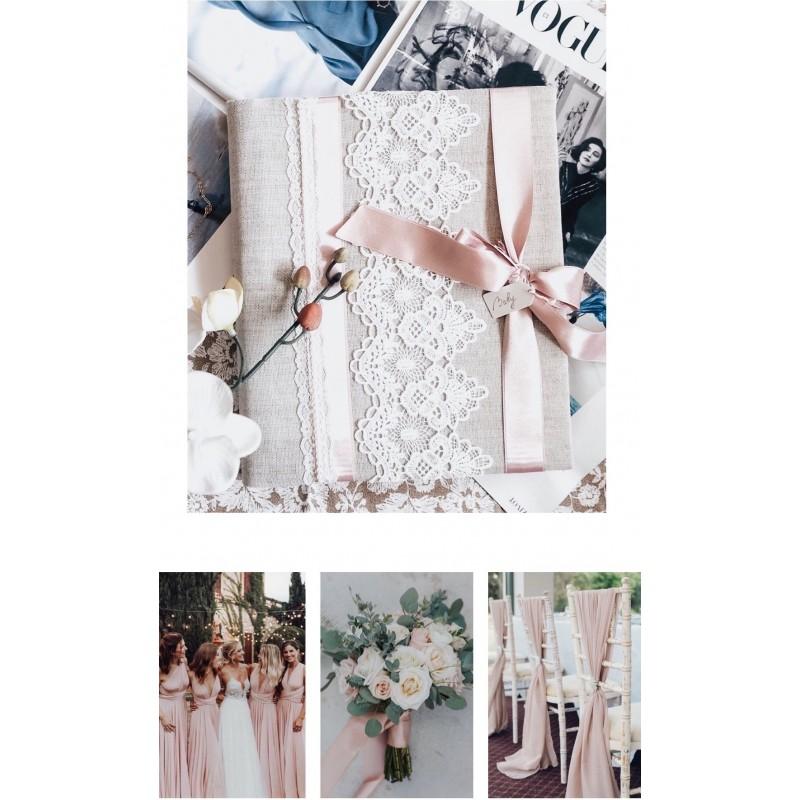 Svadobný fotoalbum s ružovou stuhou